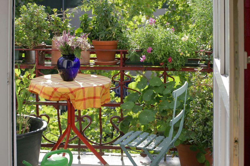 balkon sichtschutz gut abgeschirmt auf kleinem raum. Black Bedroom Furniture Sets. Home Design Ideas